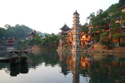 【湖南】张家界森林公园、芙蓉镇、凤凰古城五日游