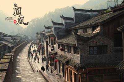 张家界森林公园-云天渡玻璃桥-芙蓉镇-凤凰古城双卧5日游
